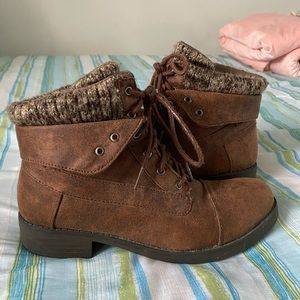 Brown Lumberjack/knitted top ankle boots.